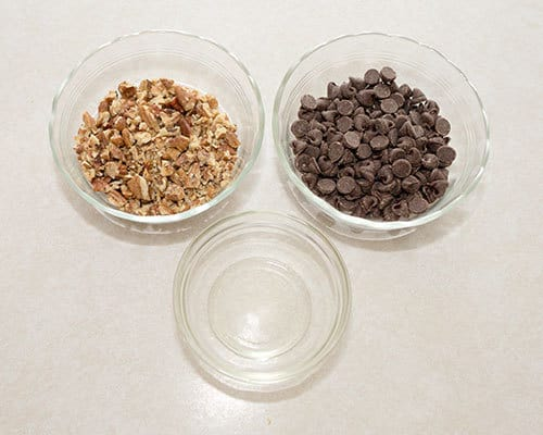 Ingredients for dressing up the cookies