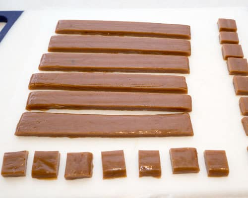 Cutting the caramels
