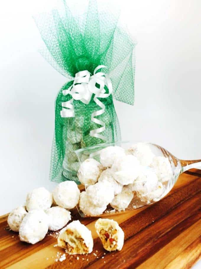 The perfect edible gifts for your loved ones during the holiday season.