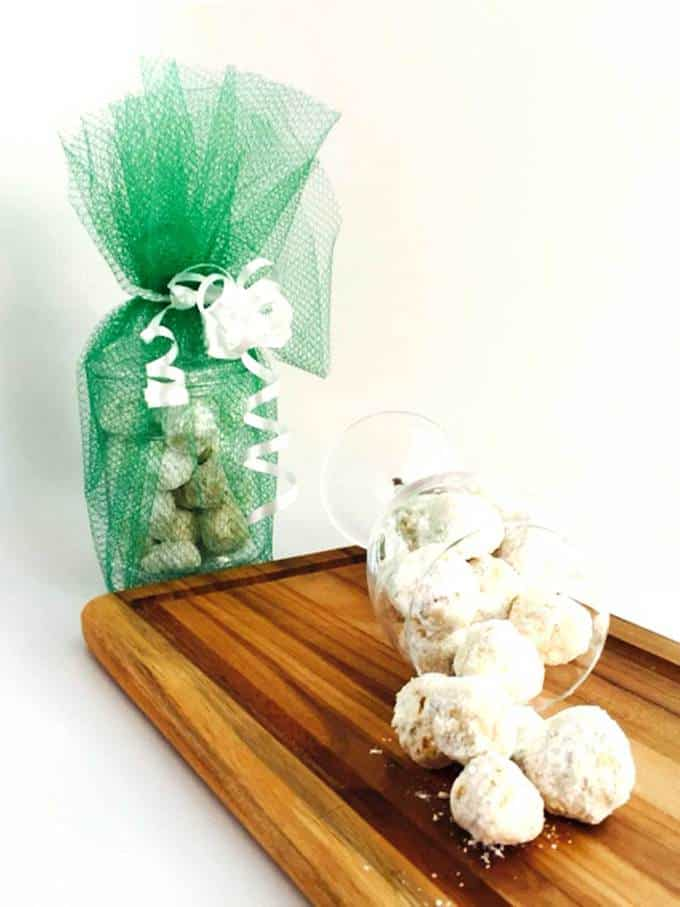 Toasted Pecan Snowball Cookies - The perfect edible gifts for your loved ones during the holiday season.