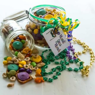 Mardi Gras Munch - the perfect combination of sweet, salty and crunchy.
