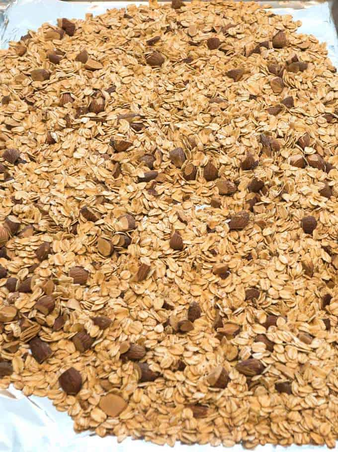 Toasted oats and almonds for granola bars