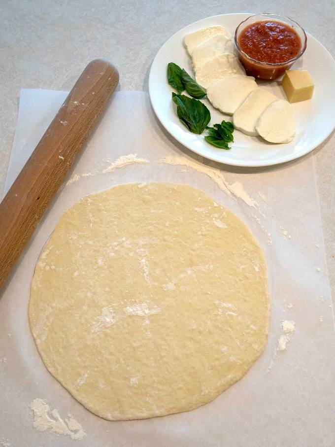 Ingredients for Cast-Iron Skillet Pizza Margherita