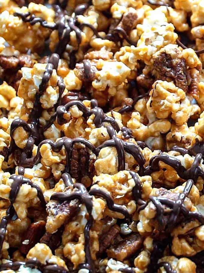 Chocolat Drizzled Caramel Pecan Crunch