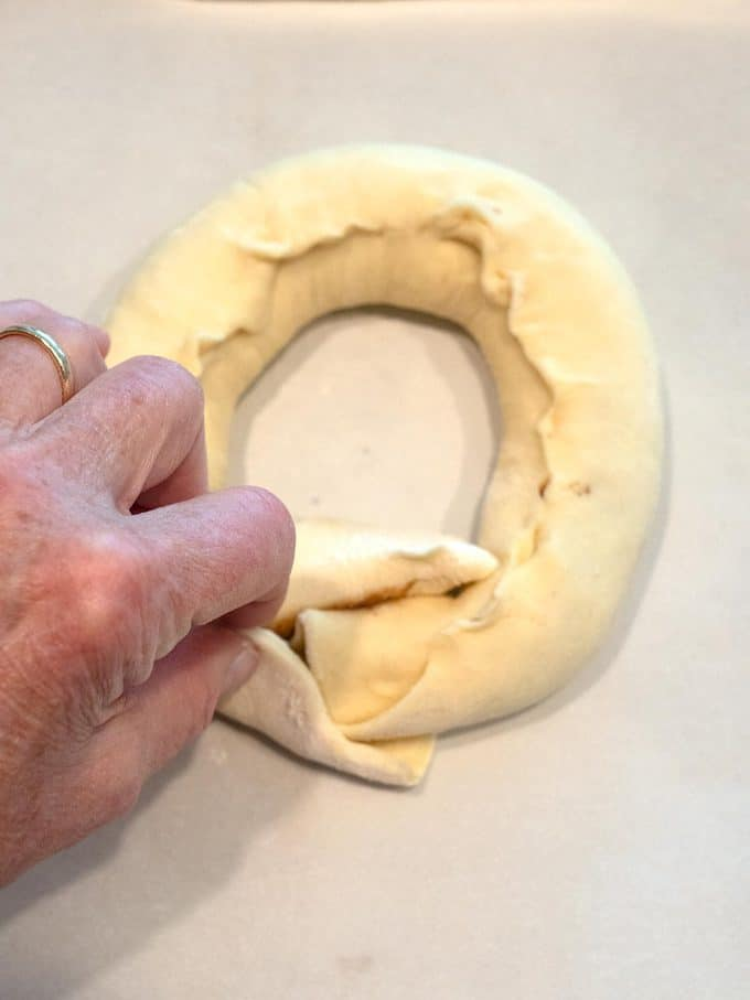"""Finishing the ring for the """"Chris"""" Kringle Cakes"""