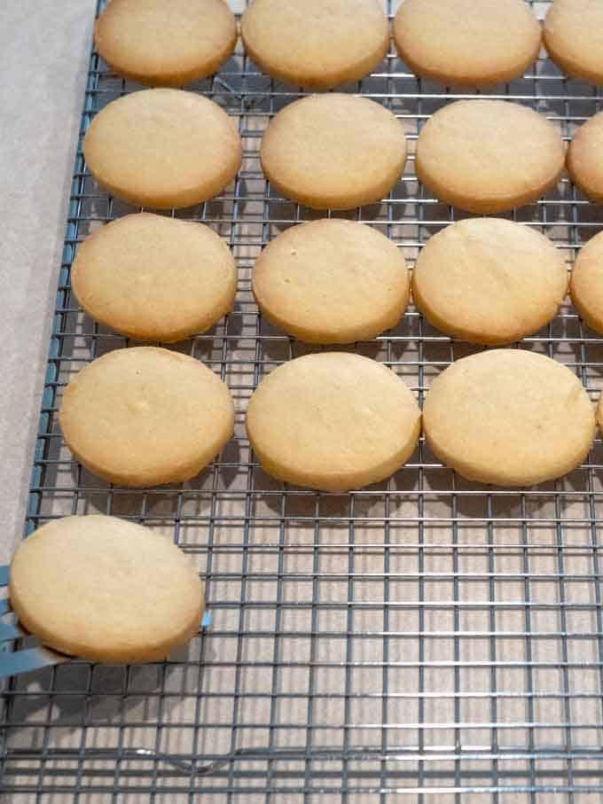 Cooling Shortbread Cookies