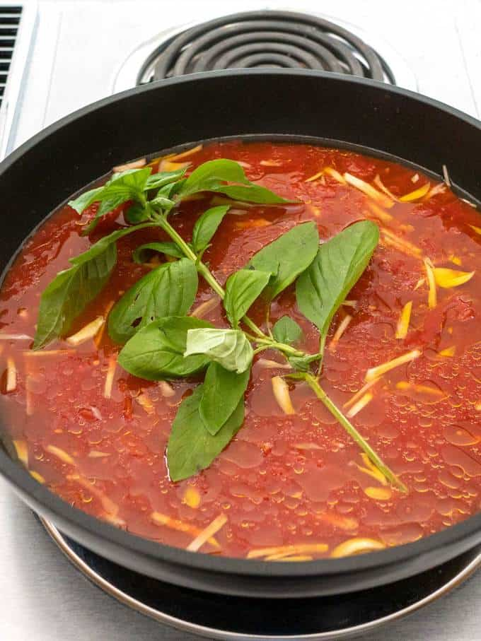 Cooking the Simple Marinara Sauce