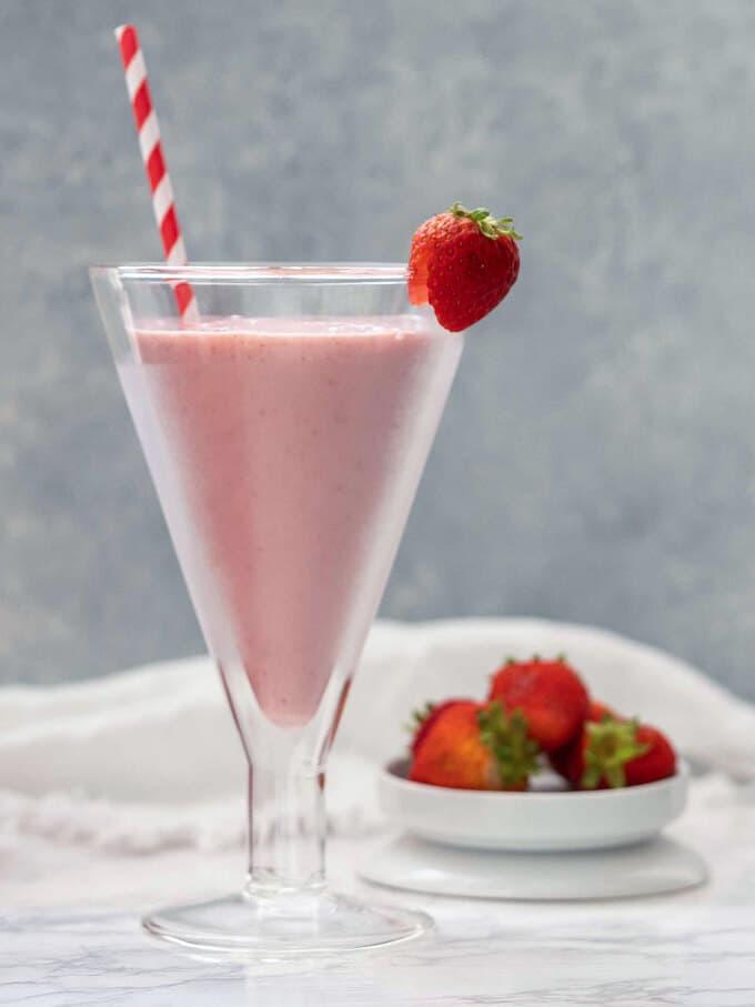 3-Ingredient Strawberry Smoothie