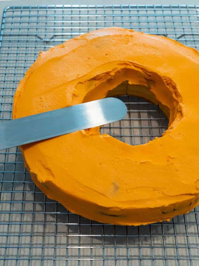 Smoothing Buttercream Frosting with Hot Spatula