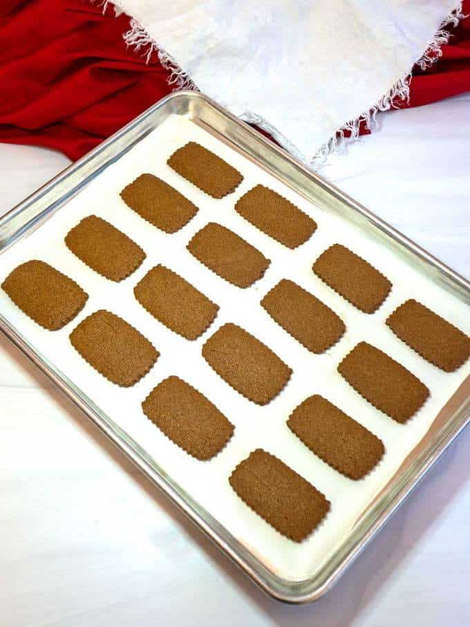 Cooling the baked cookies on the baking sheet