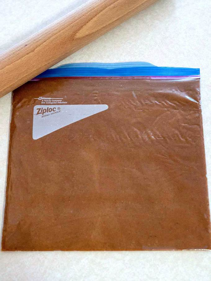Rolled Speculoos dough in ziploc bag