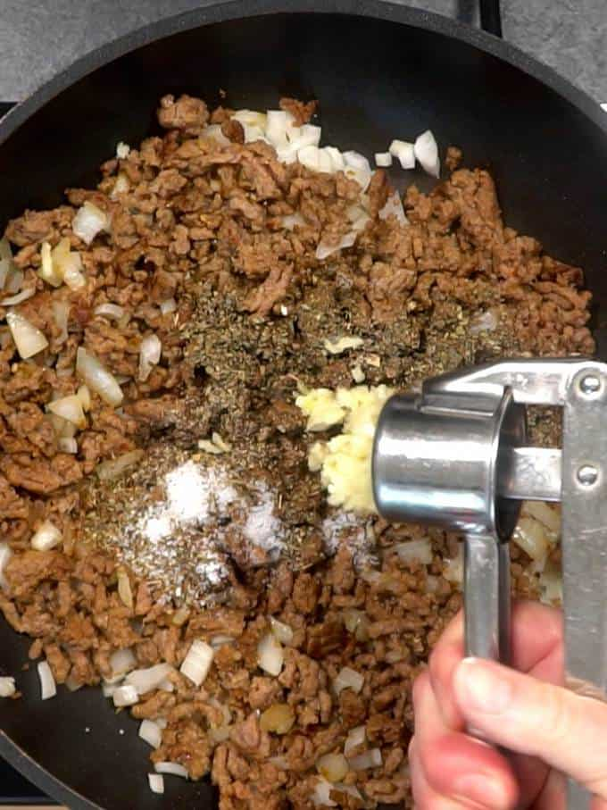 Adding garlic to other meat sauce ingredients