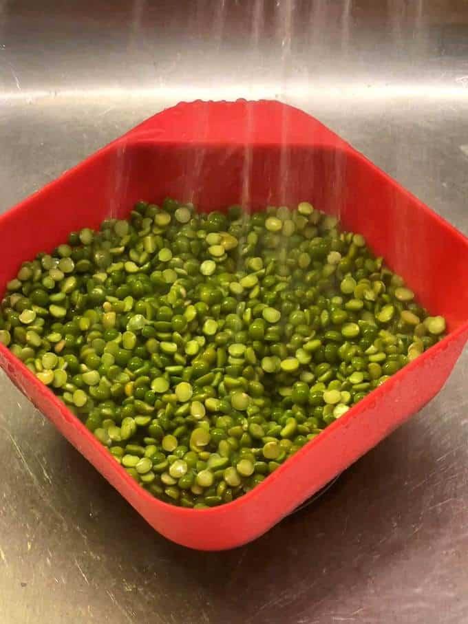 Rinsing the split peas
