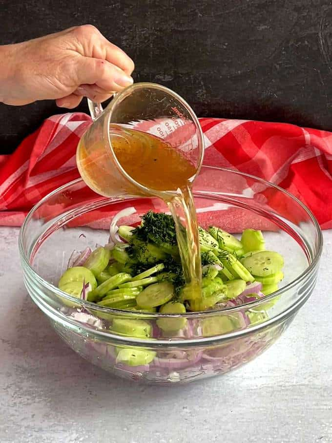 Adding vinegar mixture