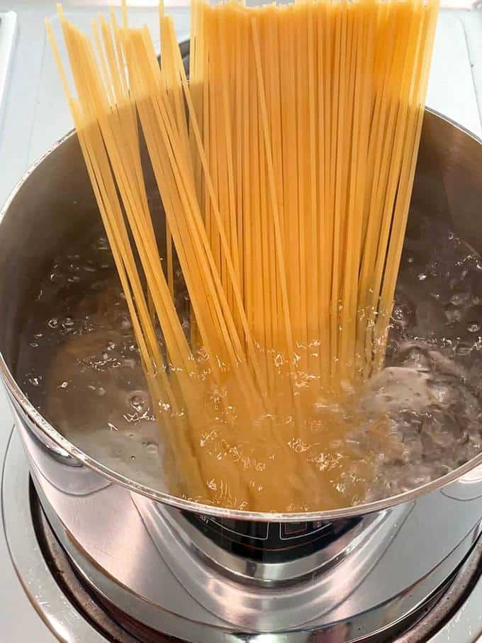 Cooking the spaghetti