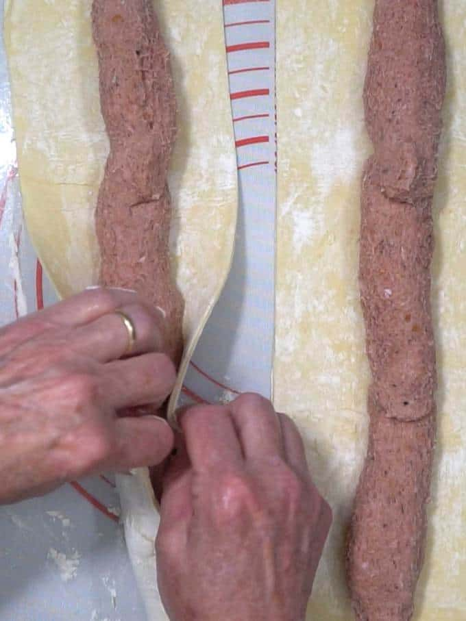 Enclosing the sausage in puff pastry
