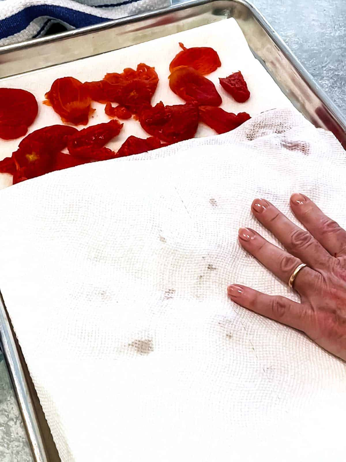 Drying the tomatoes with paper towels