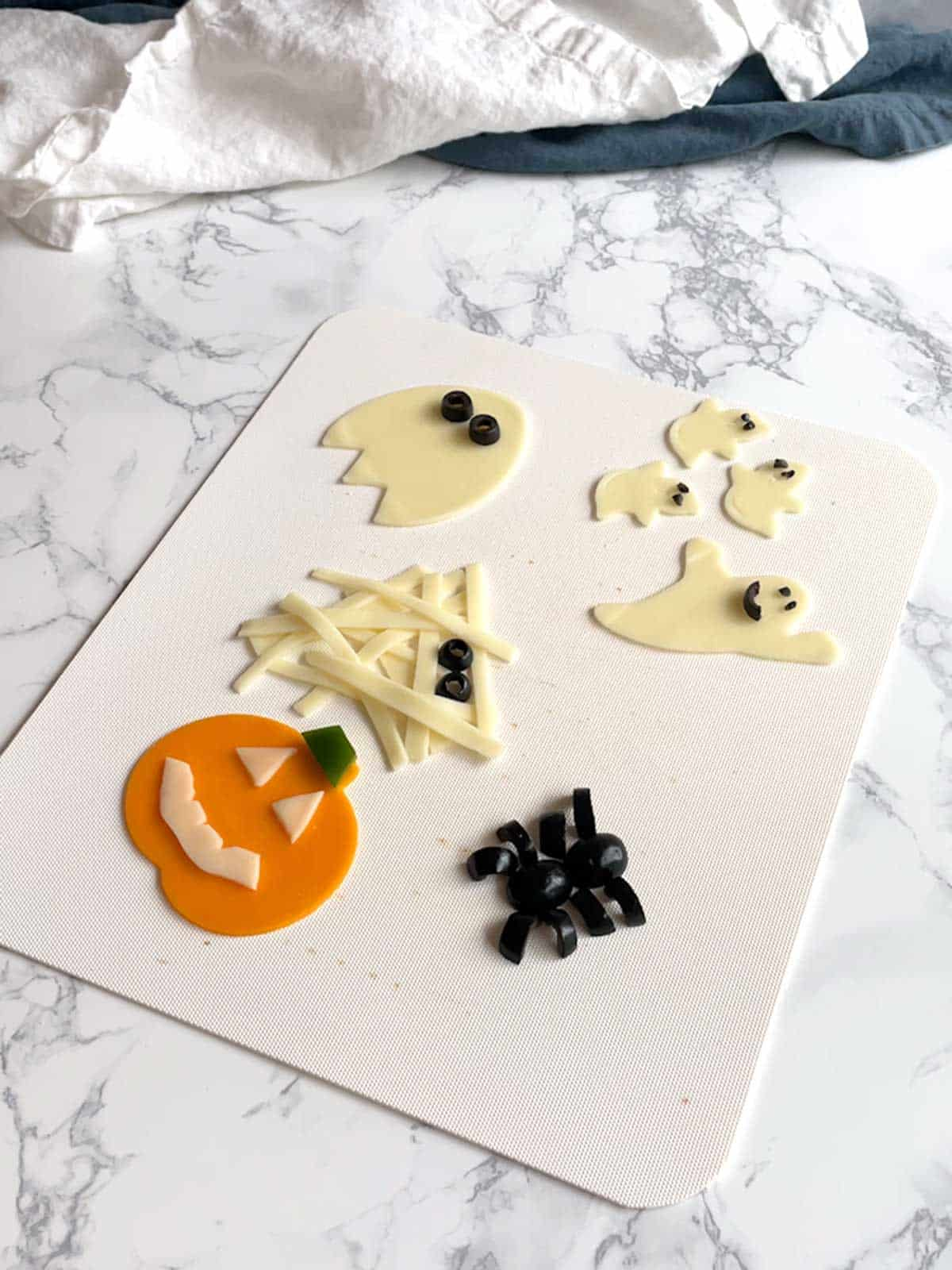 Decorated cheese for mini pizzas